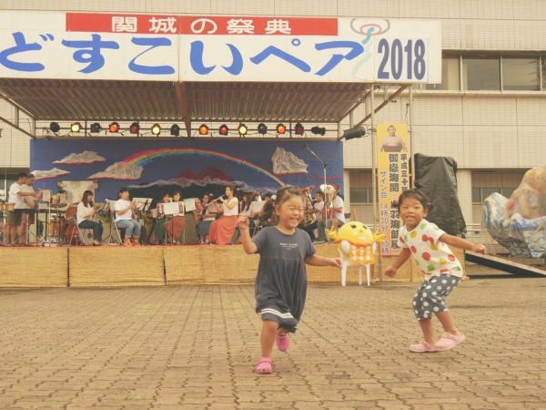 2018年どすこいペア写真コンテスト 受賞作品 JA北つくば関城支店長賞 「舞台の曲に合せ舞う天使」
